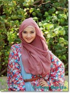 cewe hijab itu munafik ?